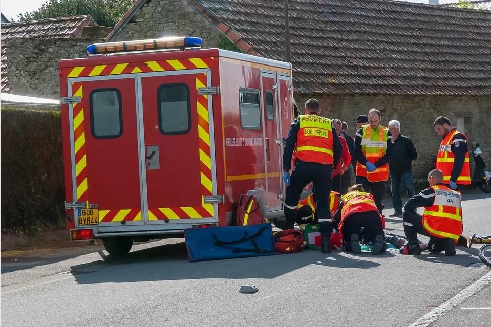 Equipe de sapeurs pompiers en intervention de secourisme